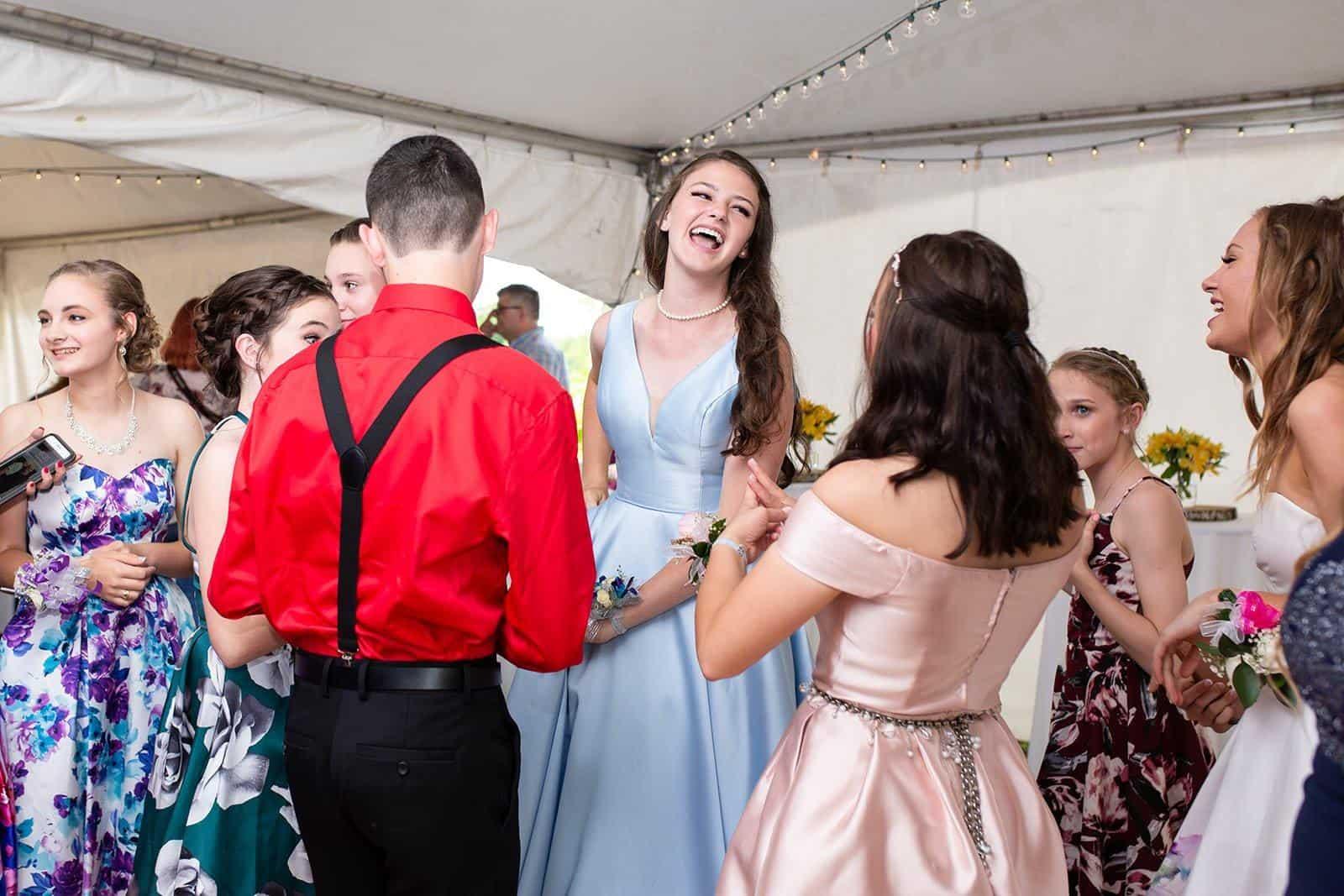 outdoor-prom-dance